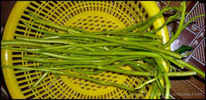 preparing water spinach
